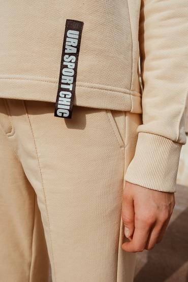 Костюм URA со свитшотом с V- образным вырезом бежевый